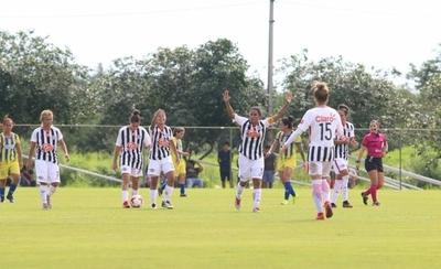 HOY / Libertad-Limpeño toma el liderato del fútbol femenino