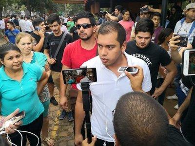 Al grito de ¡Sí, se pudo! jóvenes celebran con Miguel Prieto