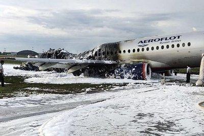 Elevan a 41 los muertos por accidente aéreo en Moscú