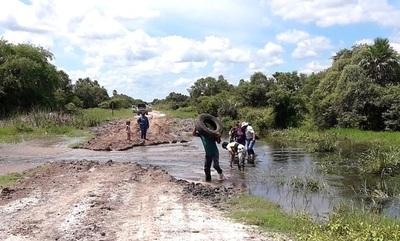 La falta de caminos y la crecida condena a muerte a los indígenas del Chaco