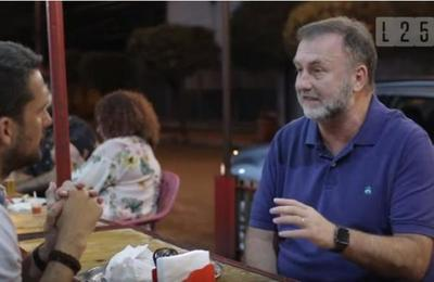 El Ministro de Hacienda Benigno Lopez habla de Política mientras prepara un lomito