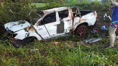 Suboficial de Policía muere en un aparatoso vuelco de su camioneta