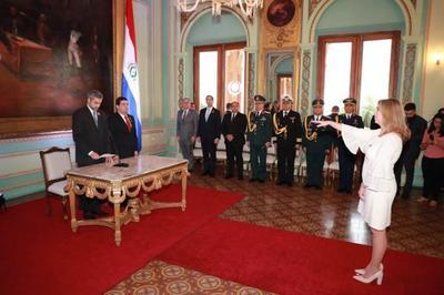 Jefe de Estado tomó juramento a nueva Escribana Mayor de Gobierno