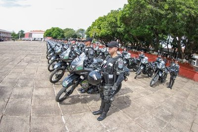 Entregan 100 motocicletas al grupo Lince y 10 ambulancias a Salud