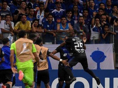 El Emelec supera a domicilio al líder Cruzeiro y avanza a los octavos