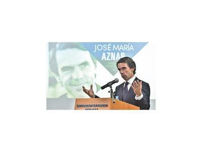 Aznar insta a lograr instituciones fuertes para captar inversión