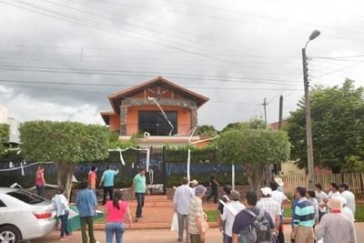 Dos diputados fueron escrachados en Caaguazú