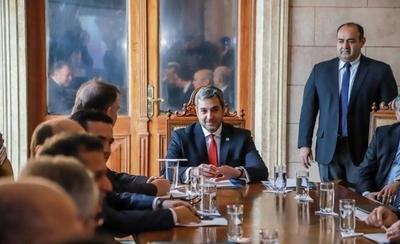 HOY / G. 22.000 millones al año para 'consejeros': al final Abdo opta por retirar el proyecto