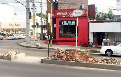 Escombros en paseo de Av. Stma. Trinidad