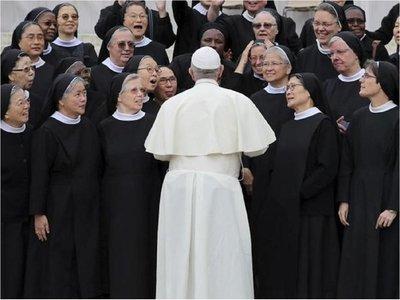 Papa Francisco pide combatir los abusos sexuales a monjas