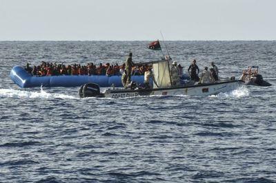 Al menos 70 migrantes muertos al naufragar un bote frente a la costa de Túnez