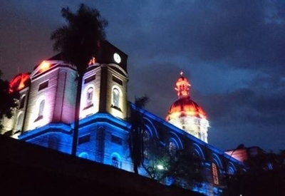 HOY / Iglesia La Encarnación se viste de gala y estrena nueva lumínica con los colores patrios