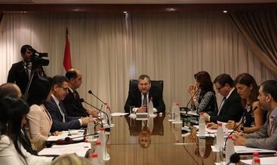 Ministros se reúnen con gremios de abogados
