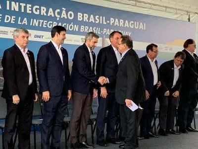 Mario Abdo y Bolsonaro dan inicio a la construcción del segundo puente