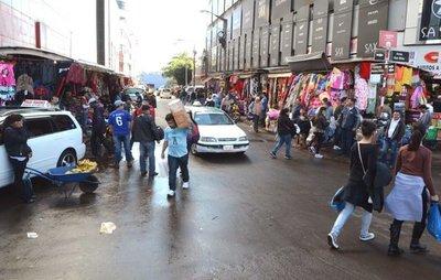Importante afluencia de turistas en Ciudad del Este, pese a la lluvia