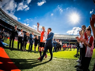 Robin van Persie cuelga los botines en el Feyenoord, el club que lo vio nacer