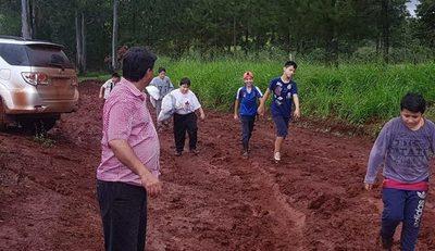 Rescatan a niños que quedaron varados en Cedrales