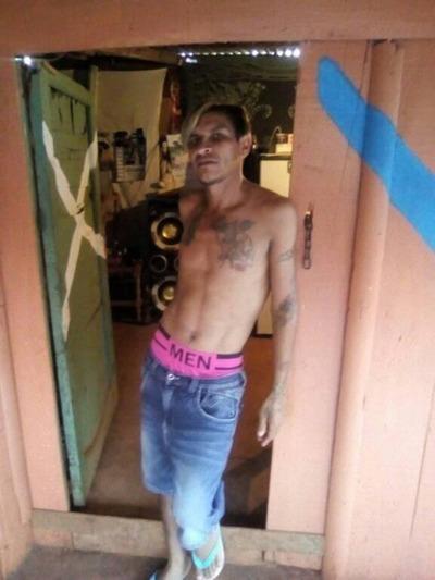 Policía detiene a adicto que intentó quemar viva a su pareja embazada
