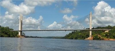 Nuevo puente con Brasil potenciará el turismo de compras, según empresarios