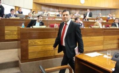 Víctor Bogado es expulsado por amplia mayoría