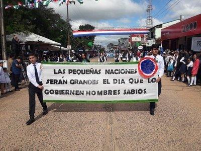 Desfile por aniversario de Caaguazú