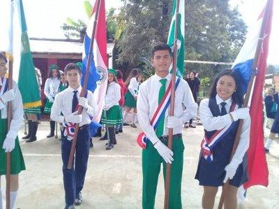 Desfile en honor a la patria y la madre en Paso Yobái