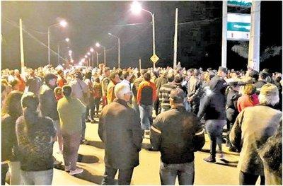 Pilarenses protestaron para reclamar ayuda y la renuncia de autoridades