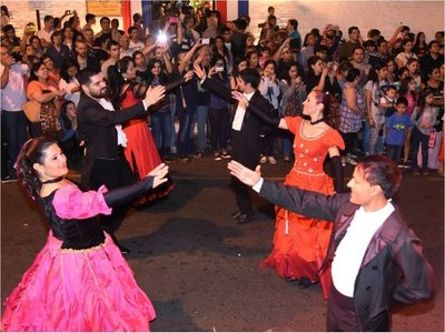 Asunción se llena de música,  danza y teatro por los festejos patrios