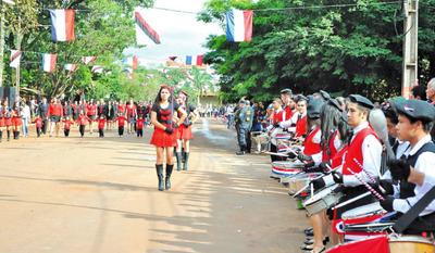Emotivo desfile patrio anticipado en Minga