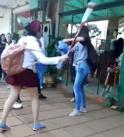 El desfile en honor a la Patria y a la Madre termina en vergonzosa pelea entre estudiantes
