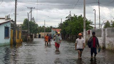 Unas 13 mil familias desplazadas por crecida del río en Asunción