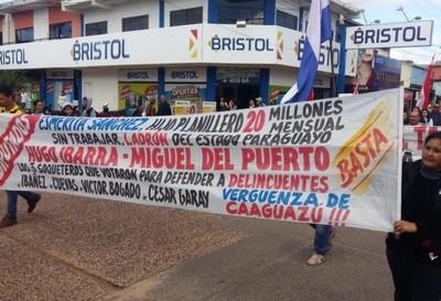 Caaguazú: diputados fueron escrachados en desfile