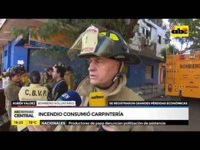 Incendio consumió carpintería