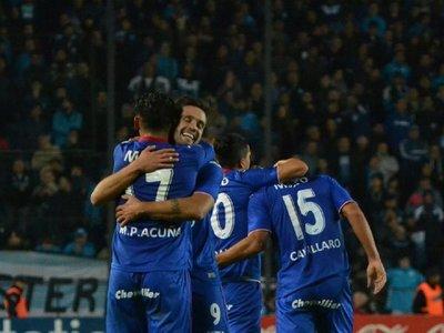 El descendido Tigre cae por 2-1 pero elimina al campeón Racing Club