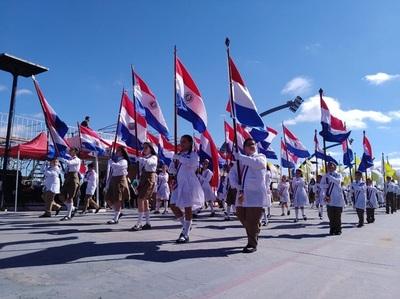 Gran desfile en Encarnación