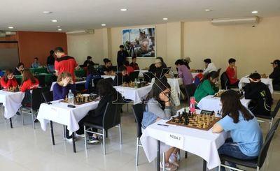 """Benítez y Cantero siguen segundos en """"Suda"""" de ajedrez"""