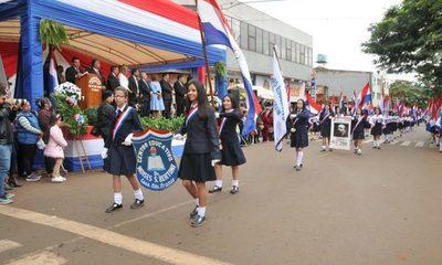 Tradicional desfile en honor a la Patria en Presidente Franco
