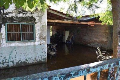 Universitarios se solidarizan con inundados de Pilar
