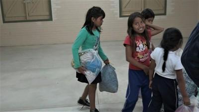 Comunidad indígena de Filadelfia realiza donaciones a damnificados del Chaco