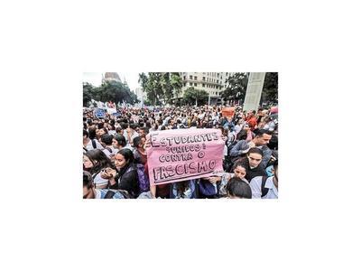 Marchas estudiantiles le abren un  nuevo frente a Bolsonaro