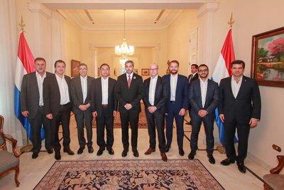 Presidente Abdo Benítez recibió a miembros del directorio del FMI