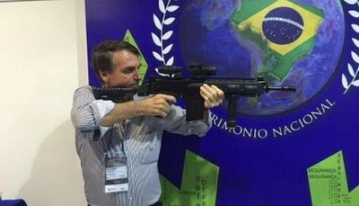 Bolsonaro: un lenguaje corporal agresivo, un discurso virulento