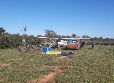 Policías 'intentaron proteger la avioneta con su cargamento'