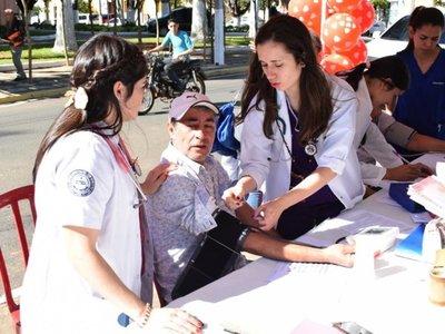 Brindan asistencia gratuita en el Día Mundial de la Hipertensión