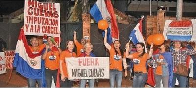 Ciudadanos exigen imputación para Miguel Cuevas durante escrache