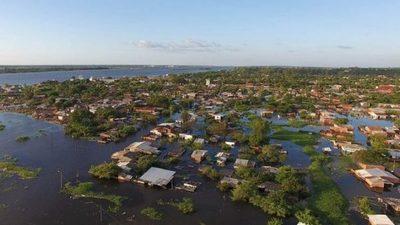Río Paraguay sigue creciendo y desplaza a más de 12.500 familias en Asunción