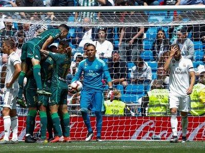 Betis pone la guinda a un Real Madrid sin orgullo