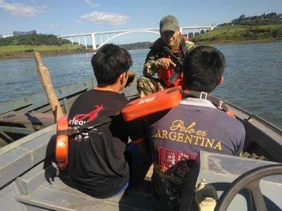 Interceptan embarcación con droga llevada por adolescentes