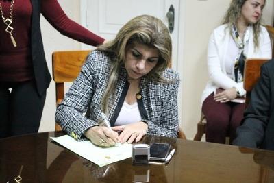 En tres meses, Perla Rodríguez contrató casi 1.300 funcionarios