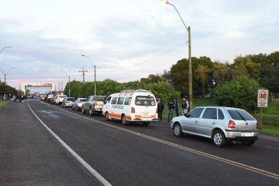 Cierran ruta en Ayolas para pedir cementerio